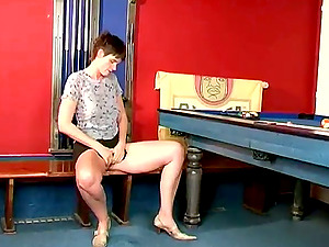 This mature inexperienced is using some playthings on her shaven twat