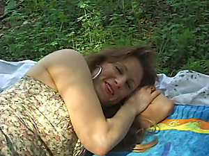 Mature duo are having hook-up in the park