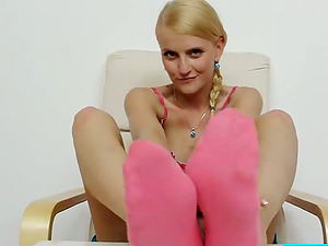 Foot worship Joy From Lovely Blonde Teenage With Ponytails