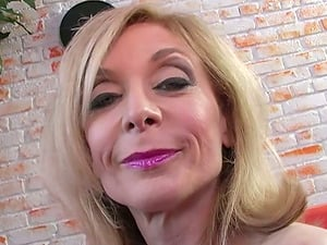 Mature mummy in stockings is railing a black dick