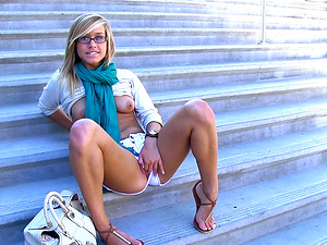 Blonde hussy Kennedy luvs finger-tickling her snatch on the stairs