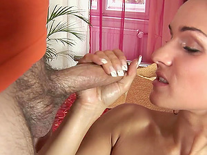 Sunny Jay shows her vagina and gives a sultry deep throat