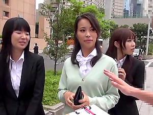 Handjob and fellatio from a stunning Japanese chick