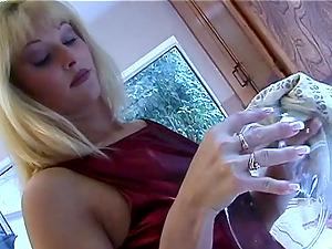 Caroline Cell is fucked up her bum on her kitchen floor