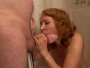 A mature woman gets fucked by an old man after taking a douche