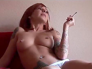 Redheaded Scarlett Ache is smoking a ciggy and drinking coffee naked