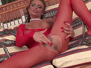 Crazy Woman Gets Dual Penetrated in Her Hot Arse