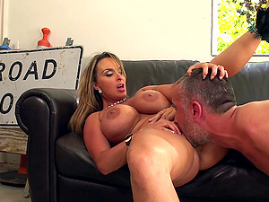 Smoking hot mummy is getting balled and cummed