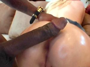 Blonde Woman Luving a Big Black Penis in Interracial Hump Vid