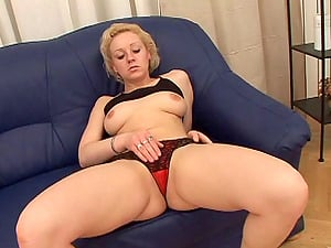 Curvy Lezzy Cougar In Undies Getting Her Clean-shaved Vagina Frigged
