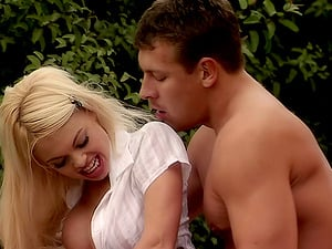 Jesse Jane milks a boner dry on her chin after rear banging outdoors