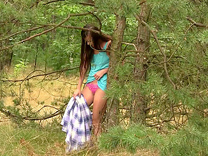 Slender dark-haired chick frigs her snatch in the forest