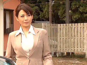 Hot japanese mature mummy spreads out gams in a car for vagina plowing