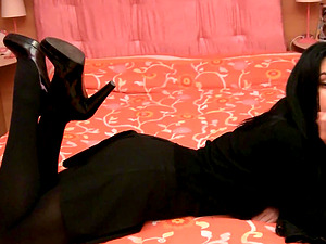 A real foot worship for a stunning Italian black-haired
