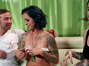 Tattooed punk doll with blue hair gets her cootchie rammed