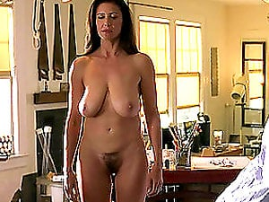 Nicely-shaped woman with big natural breasts comes for rubdown
