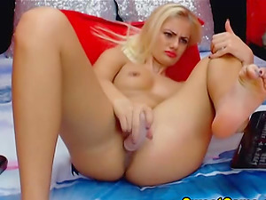 Sexy Blonde Honey Loves Fingerblasting her Beaver