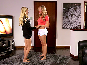Athletic girly-girl blondes with sexy butts gobble each other's cunt