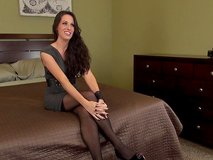 Alone in a motel she turns on her webcam and gets herself off