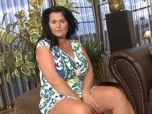 Enormous natural mature titties are amazing in a solo scene