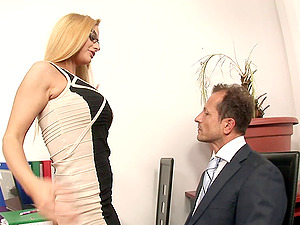 Nerdy blonde gets onto the sofa for some delicious beaver pounding