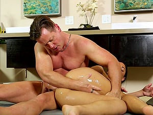 Naked figure rubdown stunner deep throats his jizz-shotgun lustily