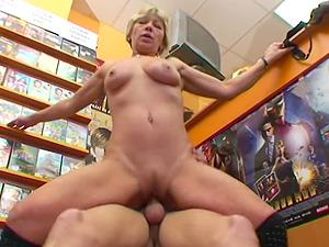 Grandma Miluska Fucking A Youthfull Flick Store Clerk