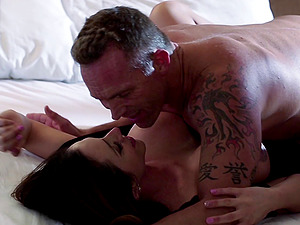 Blowage in sofa and beautiful lovemaking with a cougar