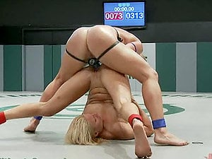 Grappling to Avoid Getting Jaws and Snatch Fucked by a Strapon