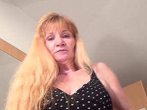 Lengthy hair matured lezzy smashing her tasty vulva using plaything