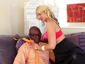 Flawless blonde Sarah Vandella and her very first interracial session