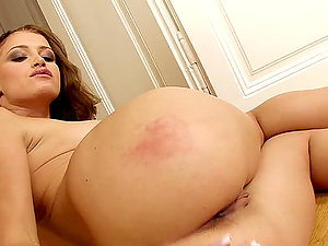 Sizzling ginger-haired damsel finger fucks her culo on the floor