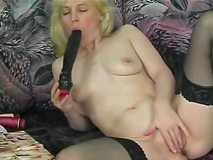 Blonde Vanessa Solo Labia Fuck stick Buttfuck Fucktoys On Couch