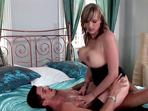 Alluring stunner with massive tits providing her man a nice cowgirl rail