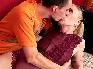 Experienced dude providing the Cougar something from her fantasies