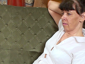Horny lady cannot fight back her mature lesbo paramour's assets