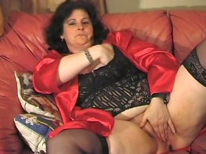 Stunning mature black-haired Fien loves playing with fucktoys