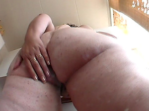 After arousing playing, Diewertje gets her knees dirty by sucking a rod