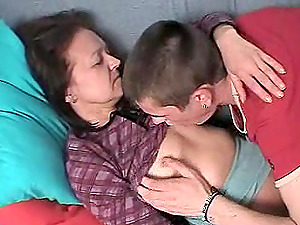 Woman in stocking opens her gams for a lucky hunk's dick