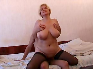 Good hook-up session with a hot blonde mature woman