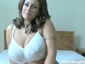 Big boobed Cougar Eva bounces on an erected love contraption