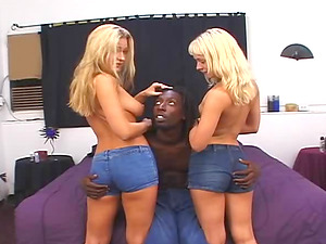 Avy Scott has a great time in an amazing threesome session
