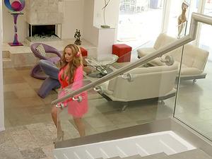 Richelle Ryan seduces hot bab Lucie Cline during a massage