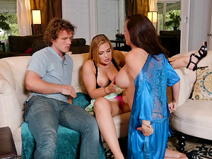 Robby Echo fucking two voluptuous bimbos who share his dick