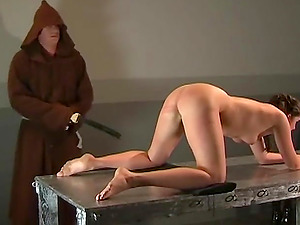 Horny guy enjoys punishing a beautiful girl with a whip