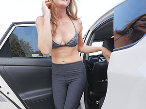 MILF Star shows off her body when changing her clothes in public