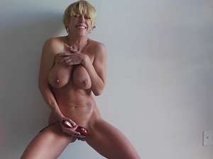 Busty blonde girl Dee loves a vibrator more than anything