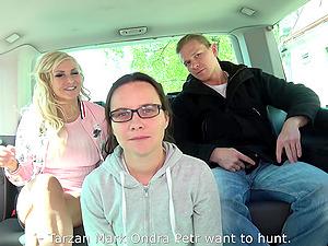 Tattooed hottie Jarushka gets her wet cunt plowed in the car