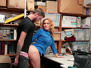 Krissy Lynn talked a thief into drilling her delicious pussy