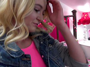 Seductive Kenzie Kai gets her mouth plowed before her taco